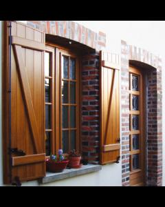 Volets battants PVC renforcé Plénitude, vous permet de garder le charme de votre maison, en profitant de la résistance du PVC renforcé! Installé par monsieur store La Ciotat